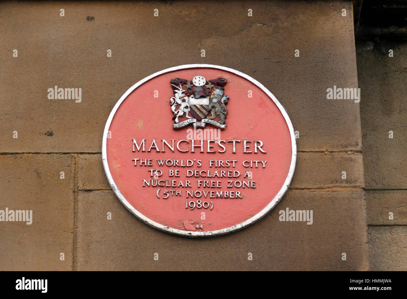 Red plaque on Manchester Town Hall  'Manchester, The world's first city to be declared a nuclear free zone - Stock Image