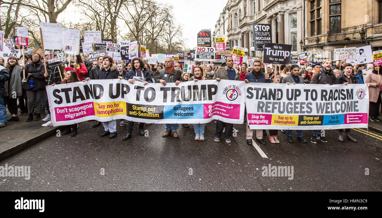 London, UK. 4 February, 2017. Thousands marched through London, from the American embassy in Grosvenor Square to Stock Photo