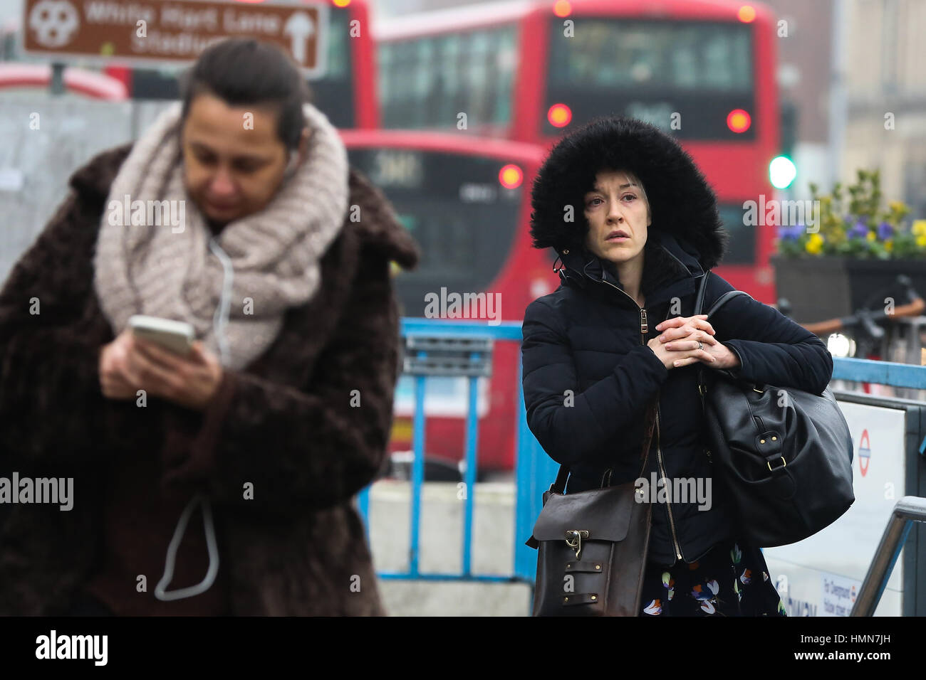 Seven Sisters, North London, UK. 10th Feb, 2017. Pedestrians wrap up warm on a freezing winter morning in North Stock Photo