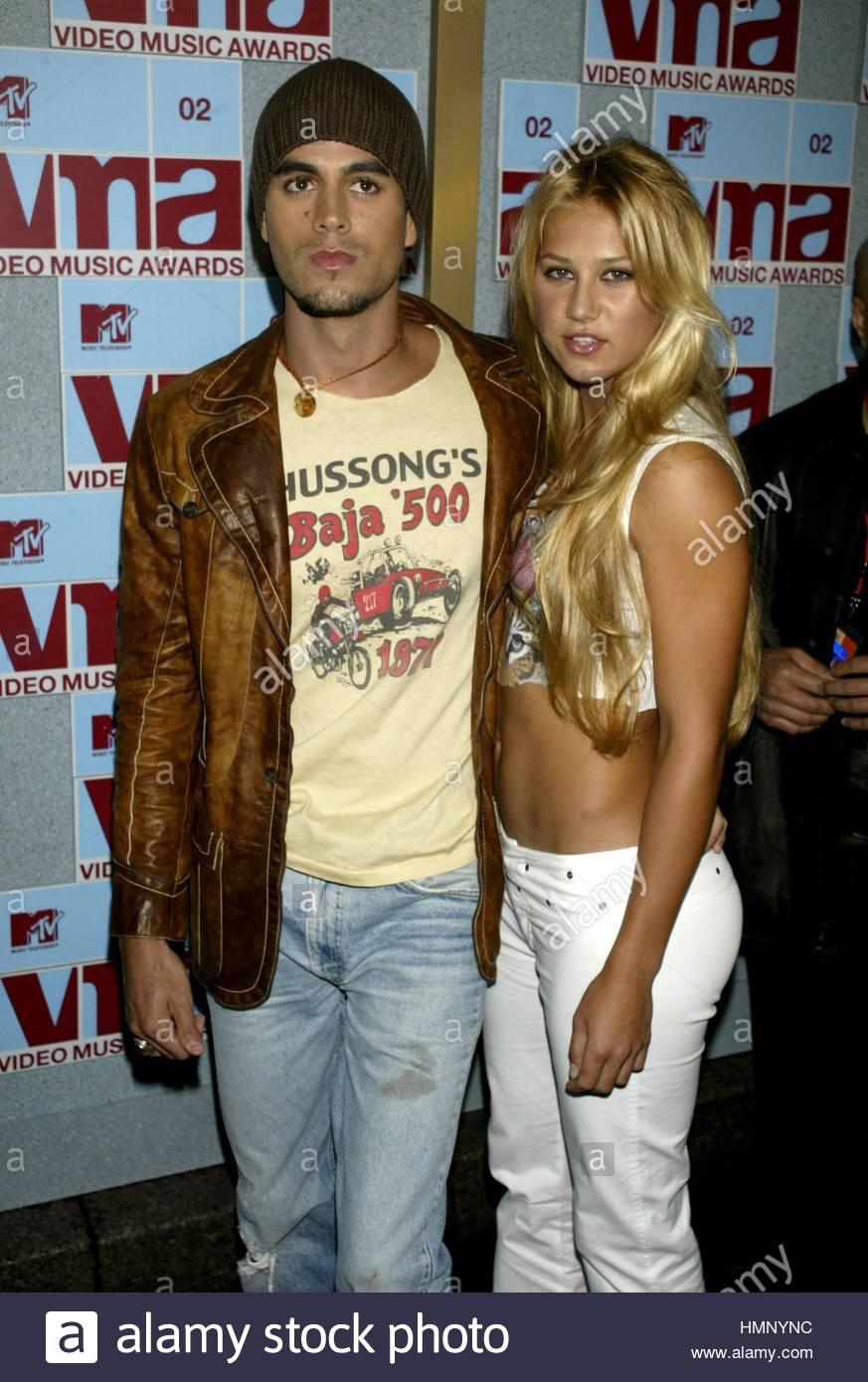 Enrique Iglesias And Anna Kourinkova 2002 MTV Video Music Awards Radio City Hall New York August 292002