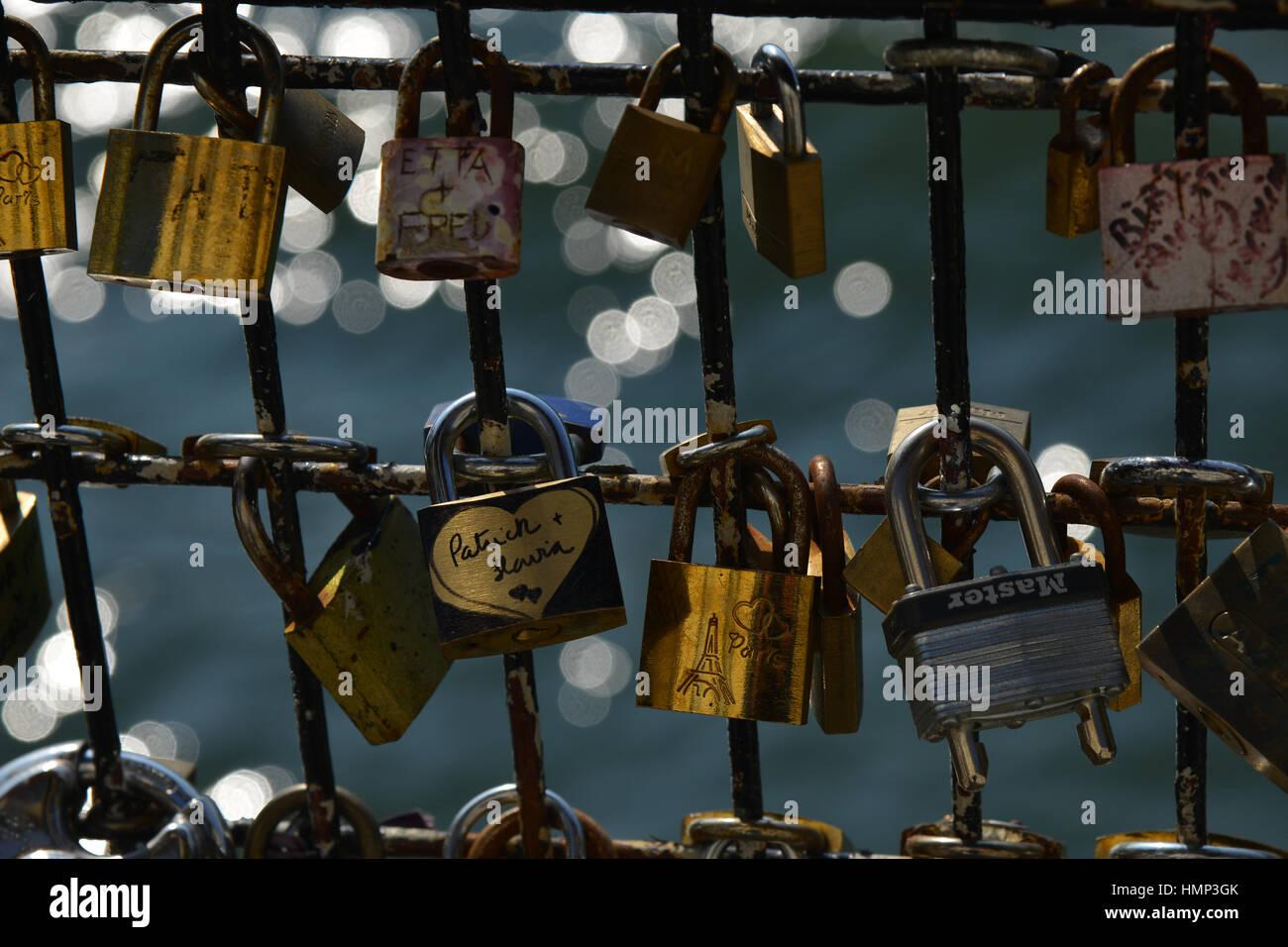 Romantic love locks on a bridge over the Seine in Paris, the city of love. - Stock Image