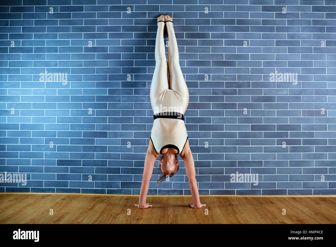 Headstand Stock Photos & Headstand Stock Images - Alamy