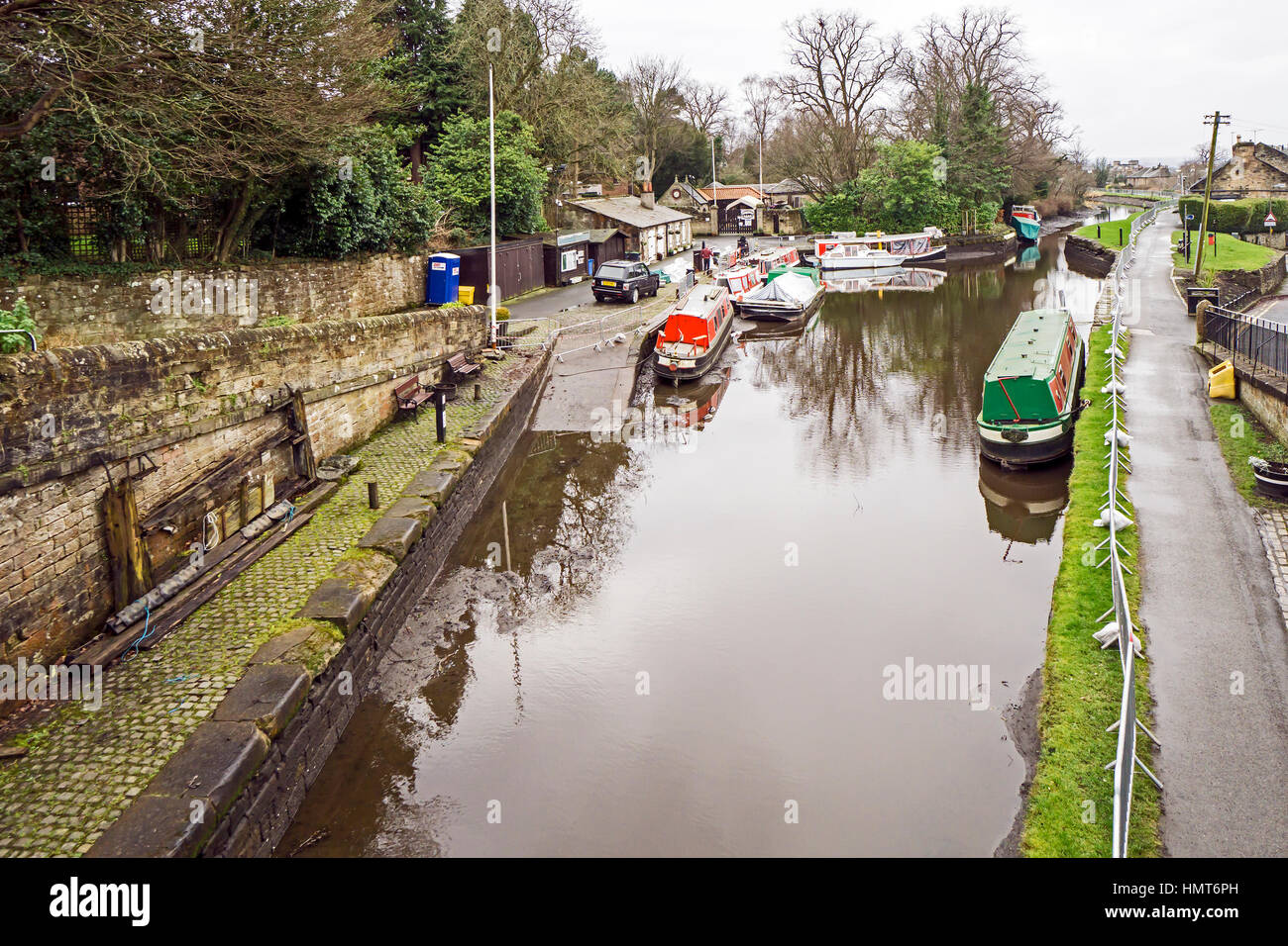 The Union Canal at Linlithgow canal basin in Linlithgow Scotland after being drained by Scottish Canals for maintenance - Stock Image