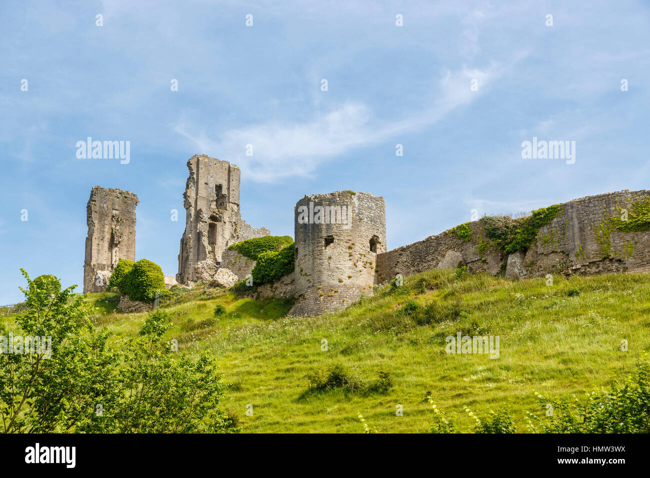 The hilltop ruins, walls and towers of Corfe Castle, survivor of the English Civil War, in Corfe, Dorset, south - Stock Image