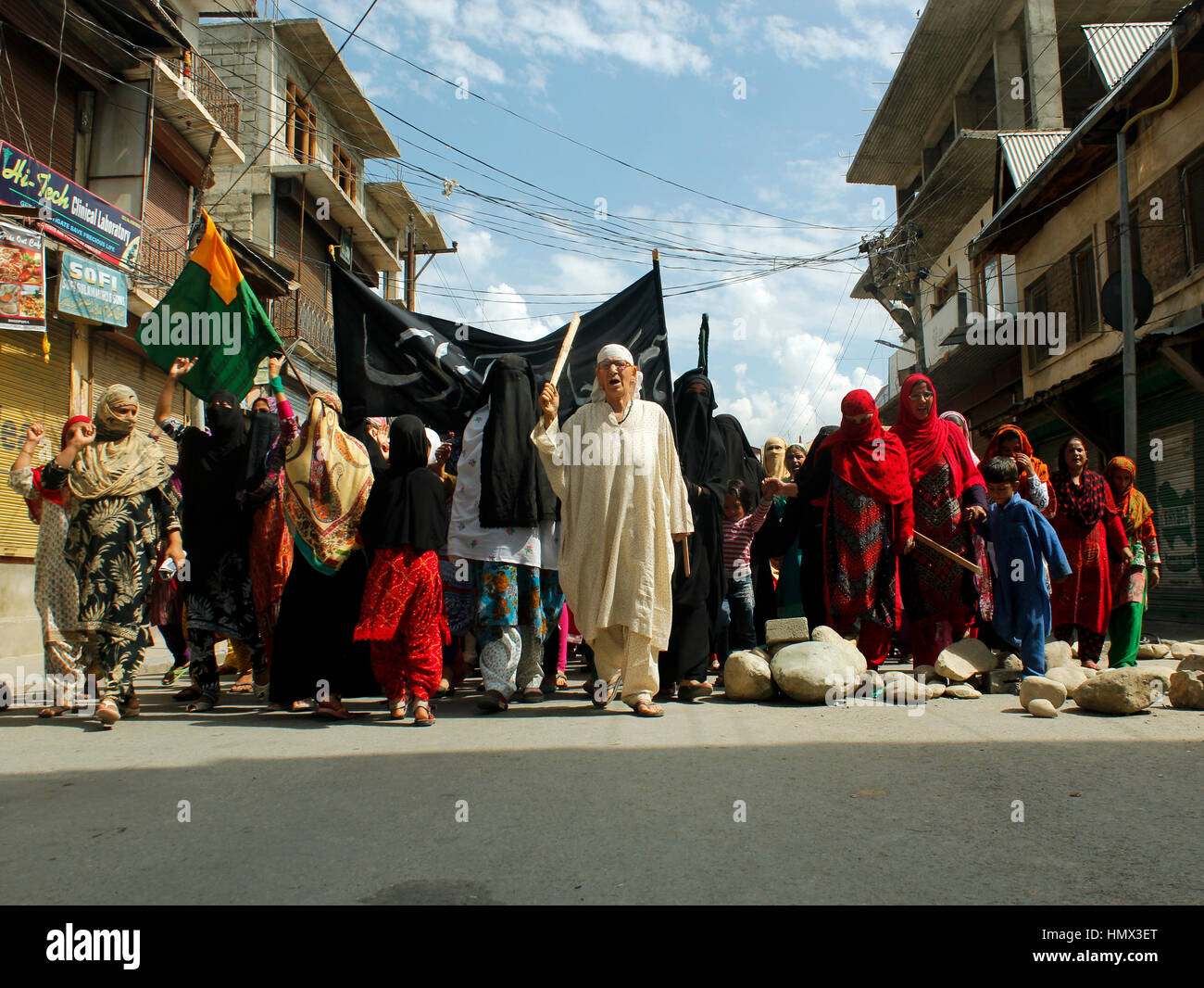 Kashmir Uprising 2016: An elderly woman leads a pro-freedom rally in Bandipora in Indian-administered Kashmir on - Stock Image