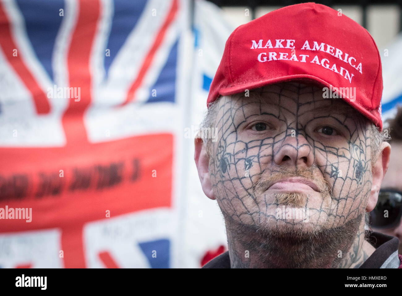 London, UK. 6th February, 2017. A Trump supporter joins the pro-Israeli supporters welcoming Prime Minister of Israel - Stock Image