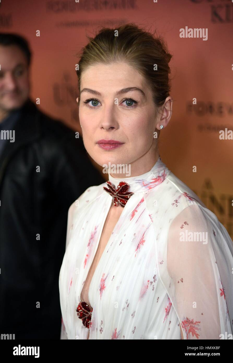 New York, NY, USA. 6th Feb, 2017. Rosamund Pike at arrivals for A UNITED KINGDOM Premiere, The Paris Theatre, New - Stock Image