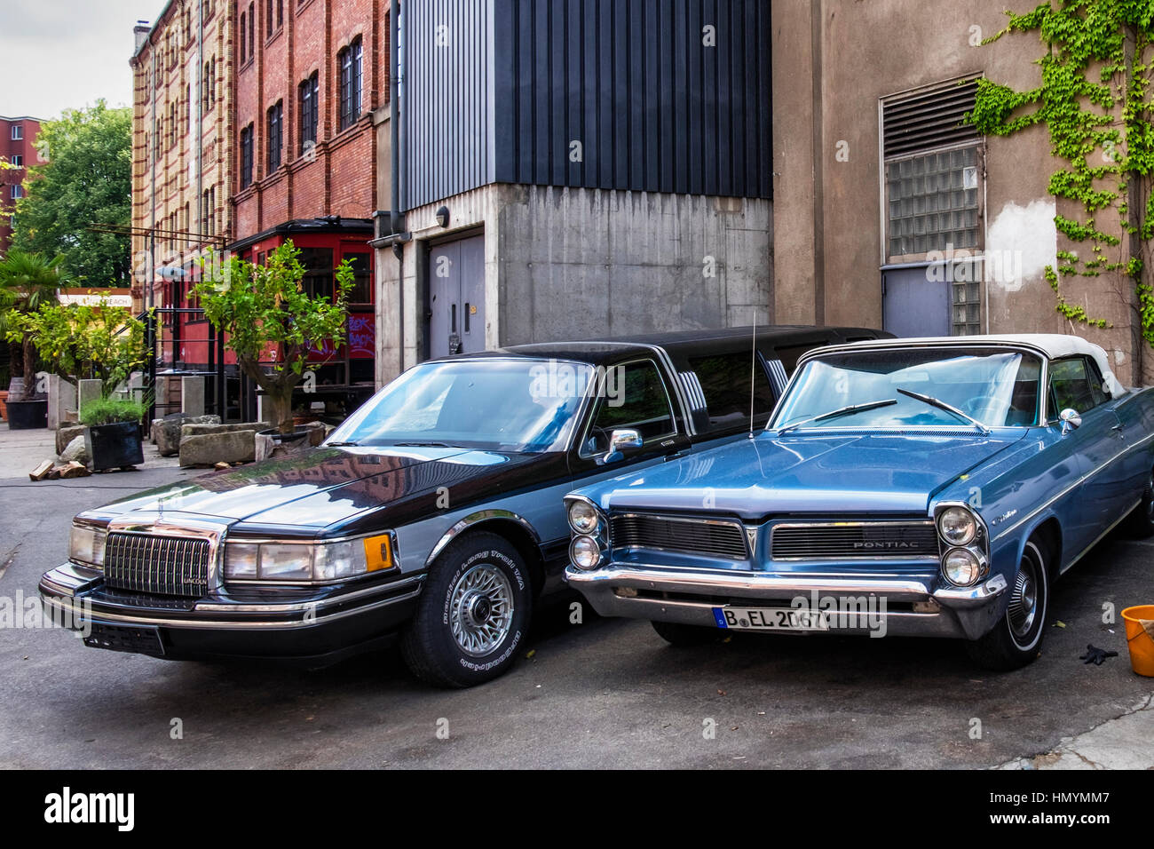 Berlin, Kreuzberg. Vintage car parked outside Sage restaurant housed in a beautifully restored old building with - Stock Image