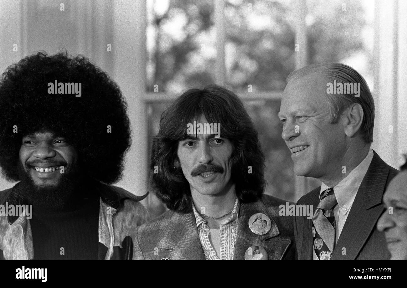 U.S President Gerald Ford with musicians George Harrison and Billy Preston, left, in the Oval Office of the White - Stock Image