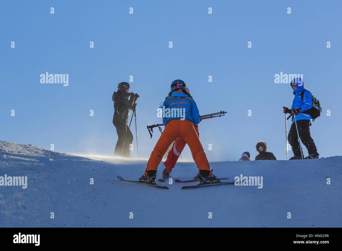 Woman ski instructor teaches tourists to slide down the ski slopes in Postavaru Mountain, Poiana Brasov, the most - Stock Image