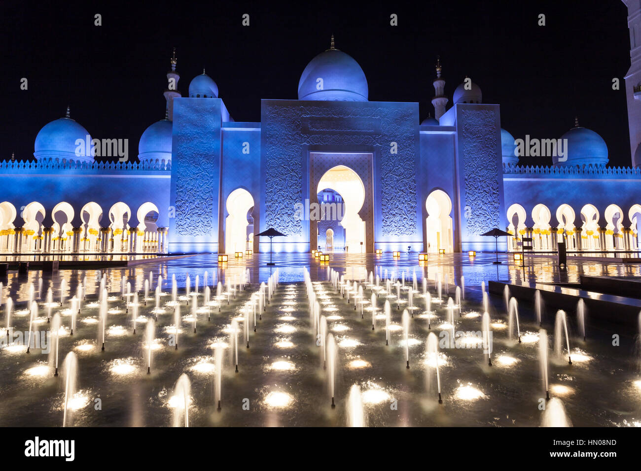 Sheikh Zayed Grand Mosque illuminated at night. Abu Dhabi, United Arab Emirates, Middle East - Stock Image