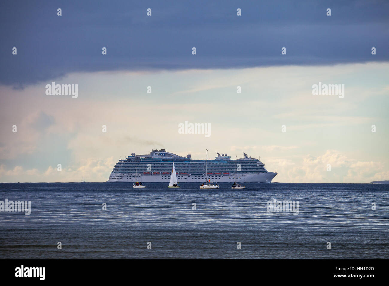 TALLINN, ESTONIA - 05 SEP 2015. Cruise liner and four boats in Baltic sea at cloudy day - Stock Image