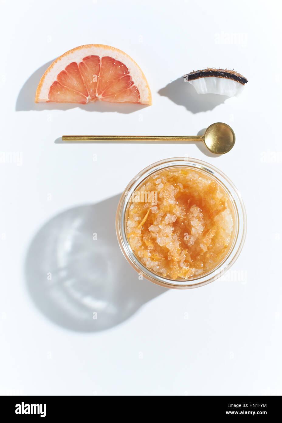 Grapefruit coconut scrub - Stock Image