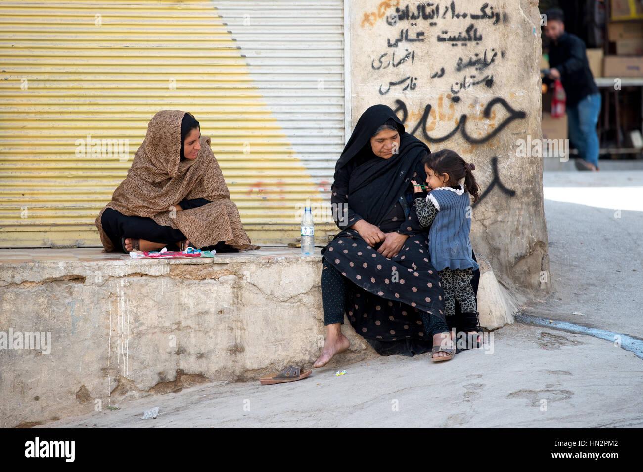 Two Iranian women and a child (probably of Qashqai ethnic minority), Shiraz, Iran - Stock Image