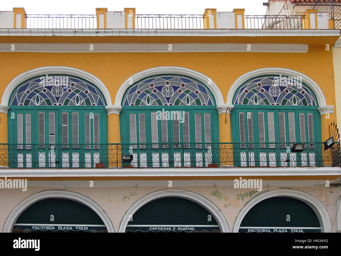 Scenes in Plaza Vieja, Havana - Stock Image