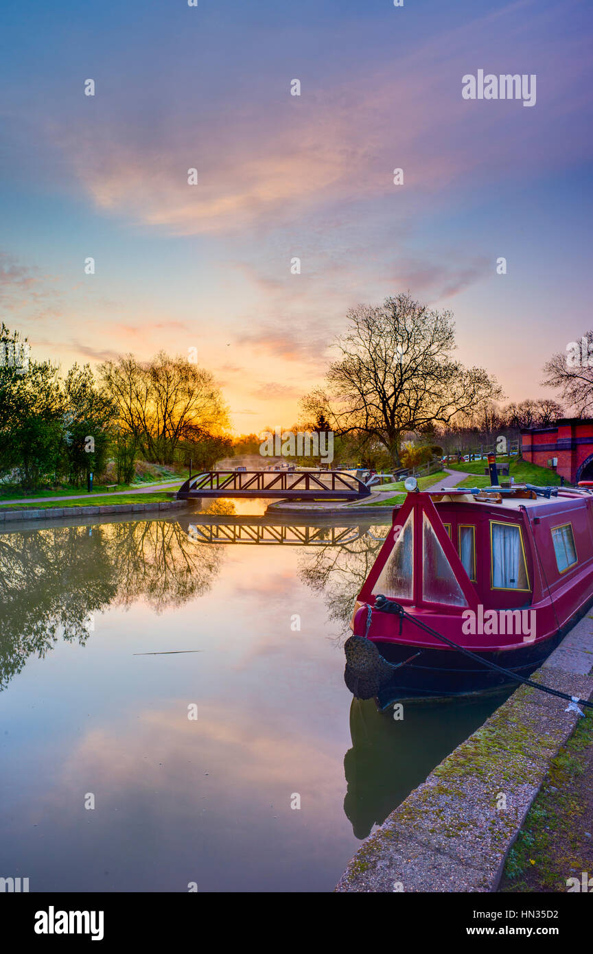 Looking along the Market Harborough Arm of the Grand Union Canal. - Stock Image