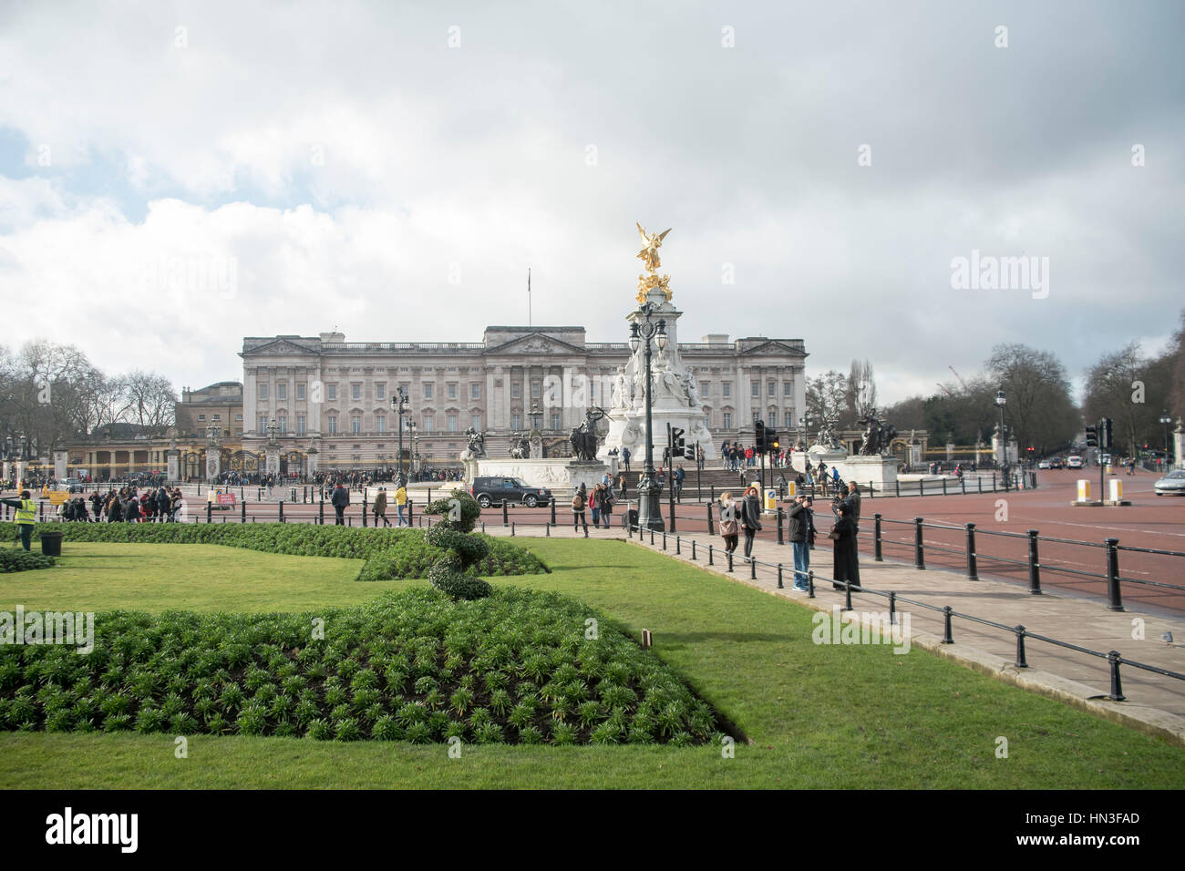London, UK. 07th Feb, 2017. General view of Buckingham Palace, the London residence and administrative headquarters of the reigning monarch of the United Kingdom. Several gardeners prepare the flowers outside The Palace, ready fhe bloom in spring. Credit: Alberto Pezzali/Pacific Press/Alamy Live News Stock Photo