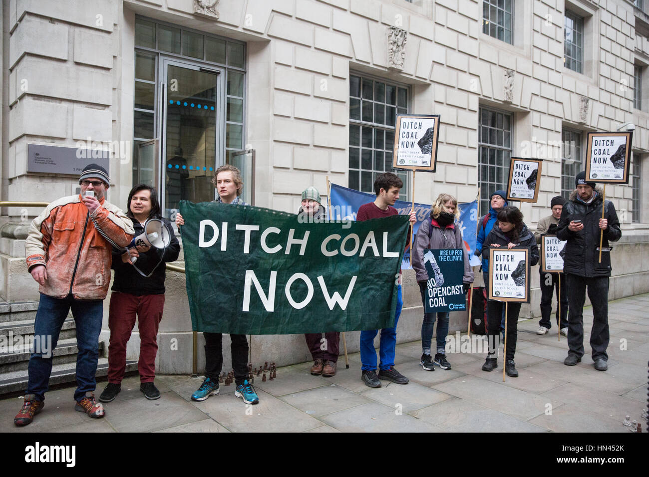 London, UK. 8th February, 2017. Campaigners from Coal Action Network, Friends of the Earth and London Mining Network - Stock Image