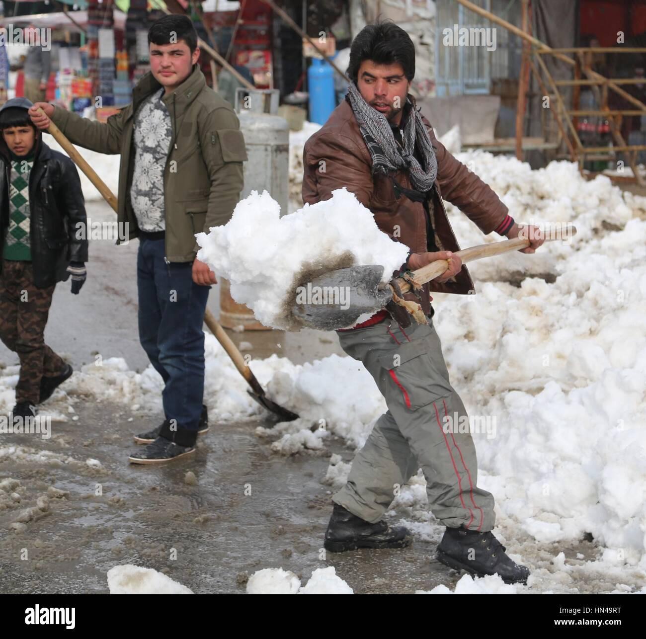 Parwan, Afghanistan. 7th Feb, 2017. An Afghan man cleans snow in Parwan province, eastern Afghanistan, Feb. 7, 2017. - Stock Image