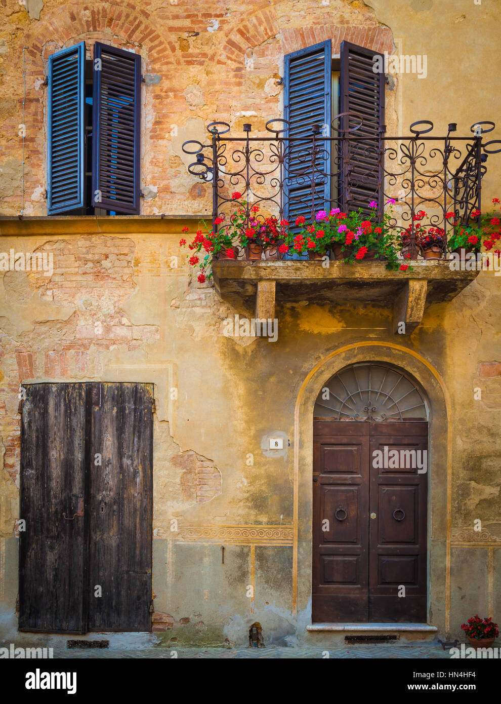 House facade in the Tuscan hill town of Pienza - Stock Image