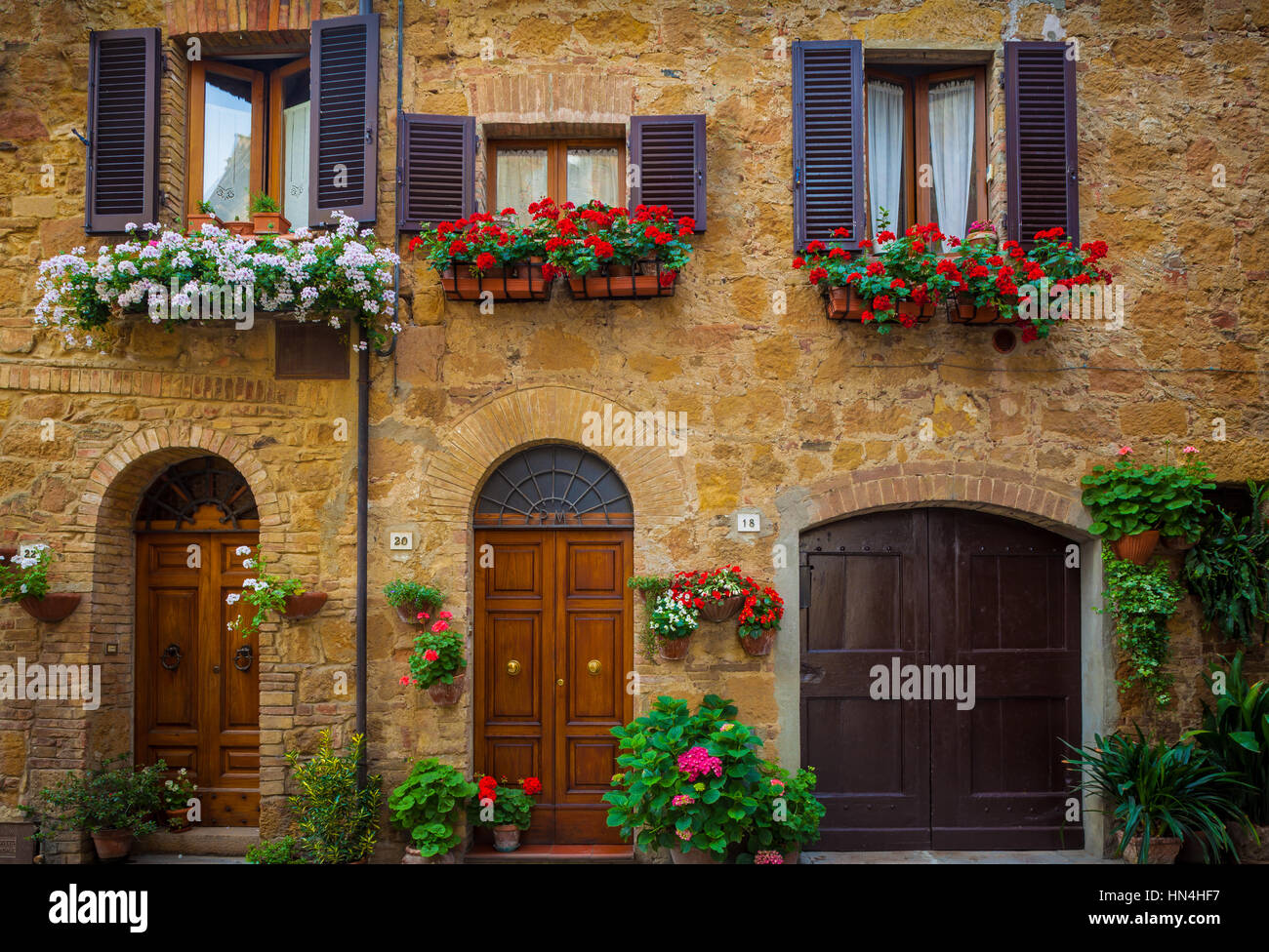 House fronts in the Tuscan hill town of Pienza - Stock Image