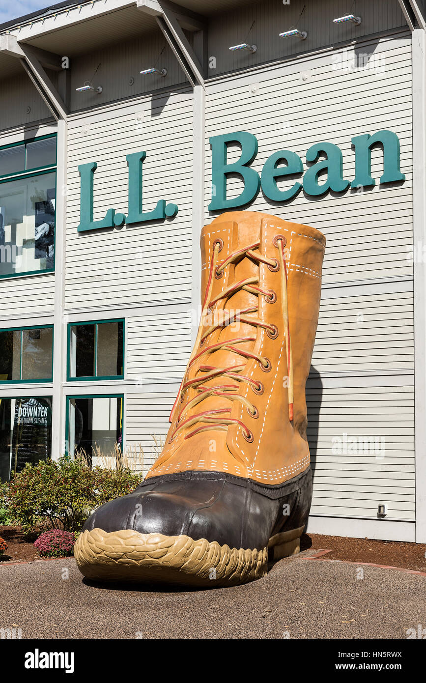 LL Bean flagship store, Freeport, Maine, USA. - Stock Image
