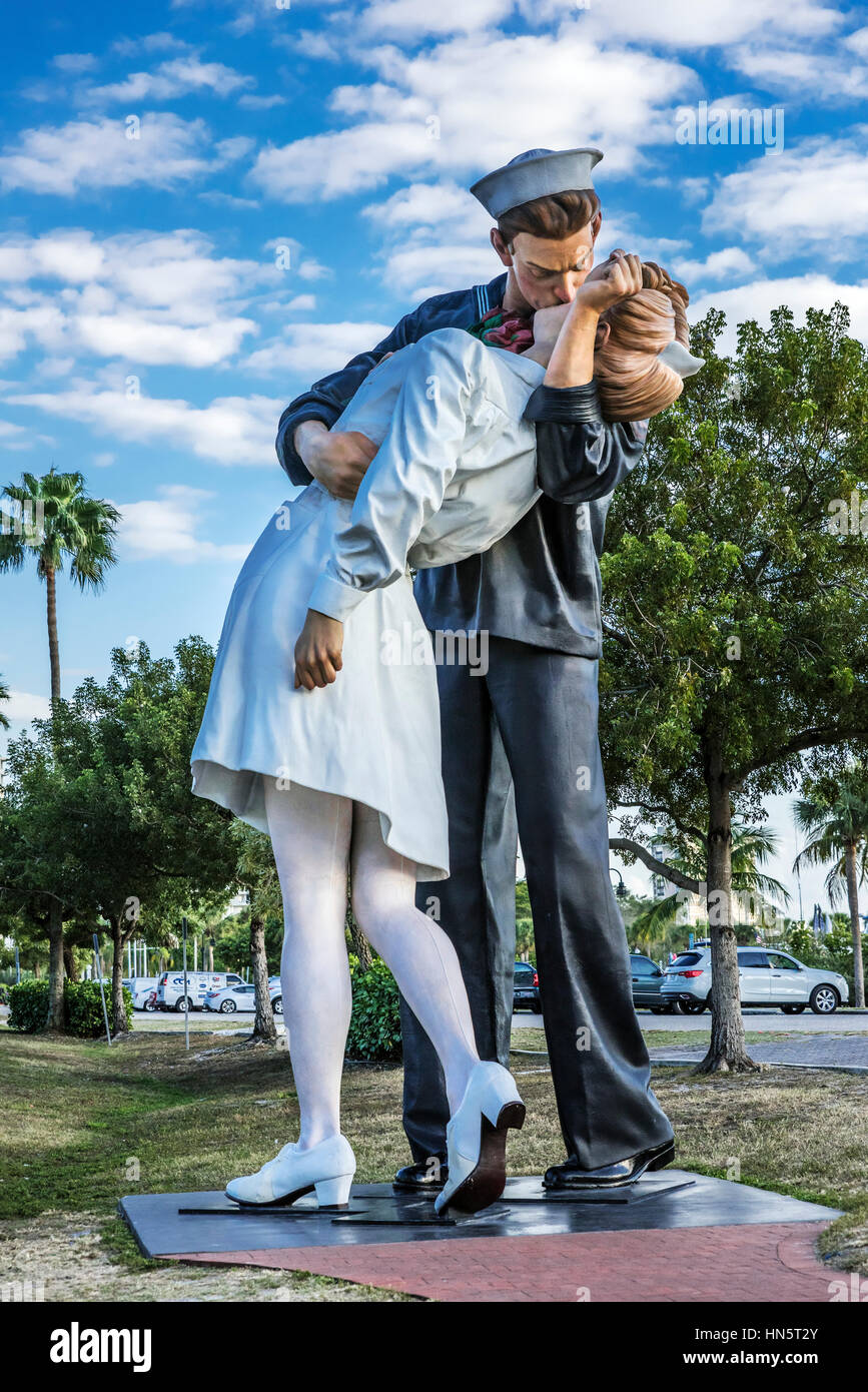 MeToo Graffiti Scrubbed From Sarasota VJ Day Kissing Statue