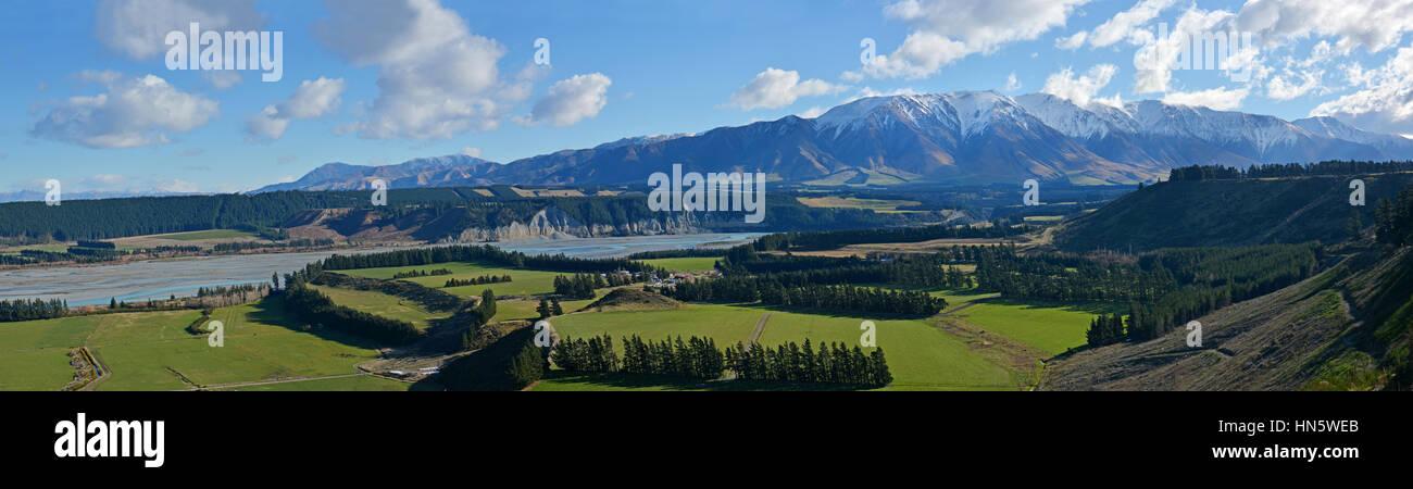 Rakaia Gorge River Valley Panorama in Mid Canterbury, New Zealand Stock Photo