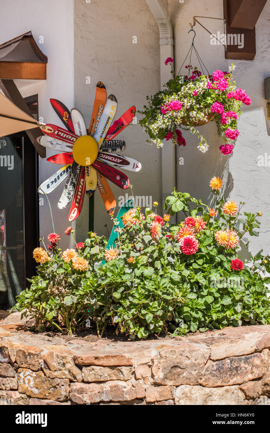 Vail, USA - September 10, 2015: Front of ski store with flower decorations - Stock Image