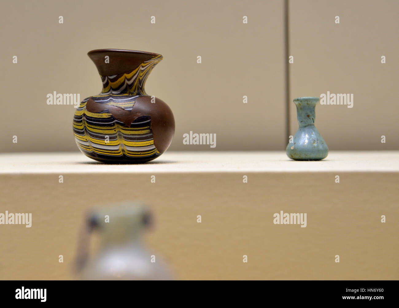 Beaker. Qaryat al-Faw. 1st century CE. Blown glass. National Museum, Riyadh. Saudi Arabia. - Stock Image
