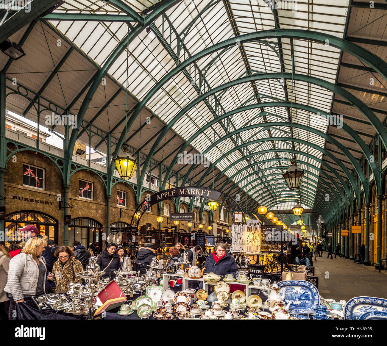Apple Market traders in Covent Garden, London, UK Stock Photo ...