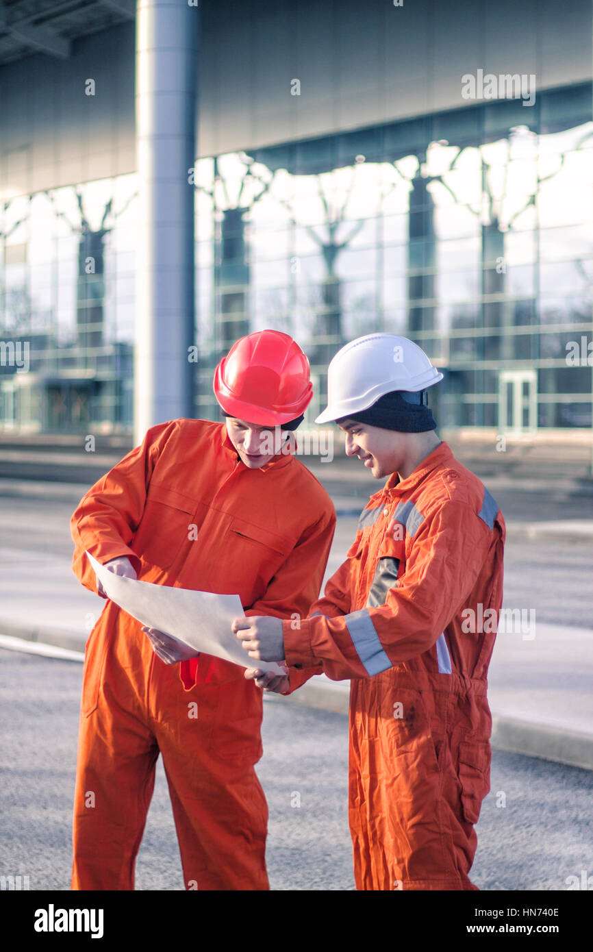 team of young engineers discussing a construction project - Stock Image