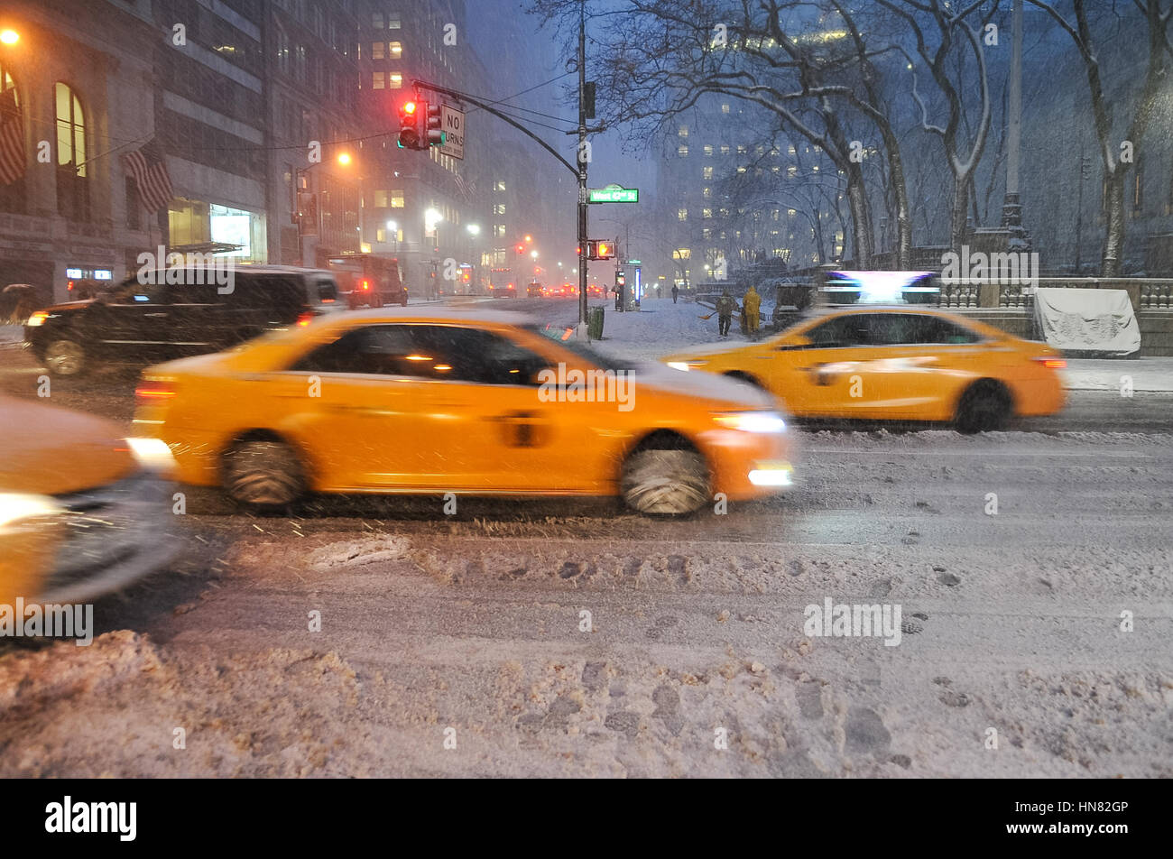 New York, USA. 9th Feb, 2017. Snowstorm in Manhattan. Schools do not open today due to heavy snowfalls. All emergency Stock Photo