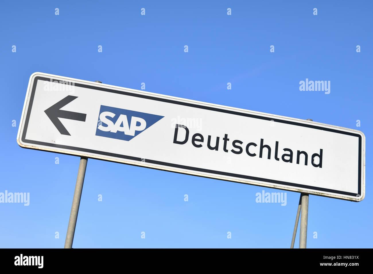 Walldorf, Germany. 18th Jan, 2016. ARCHIV - Ein Schild mit dem Logo des Softwareherstellers SAP am 18.01.2016 am - Stock Image