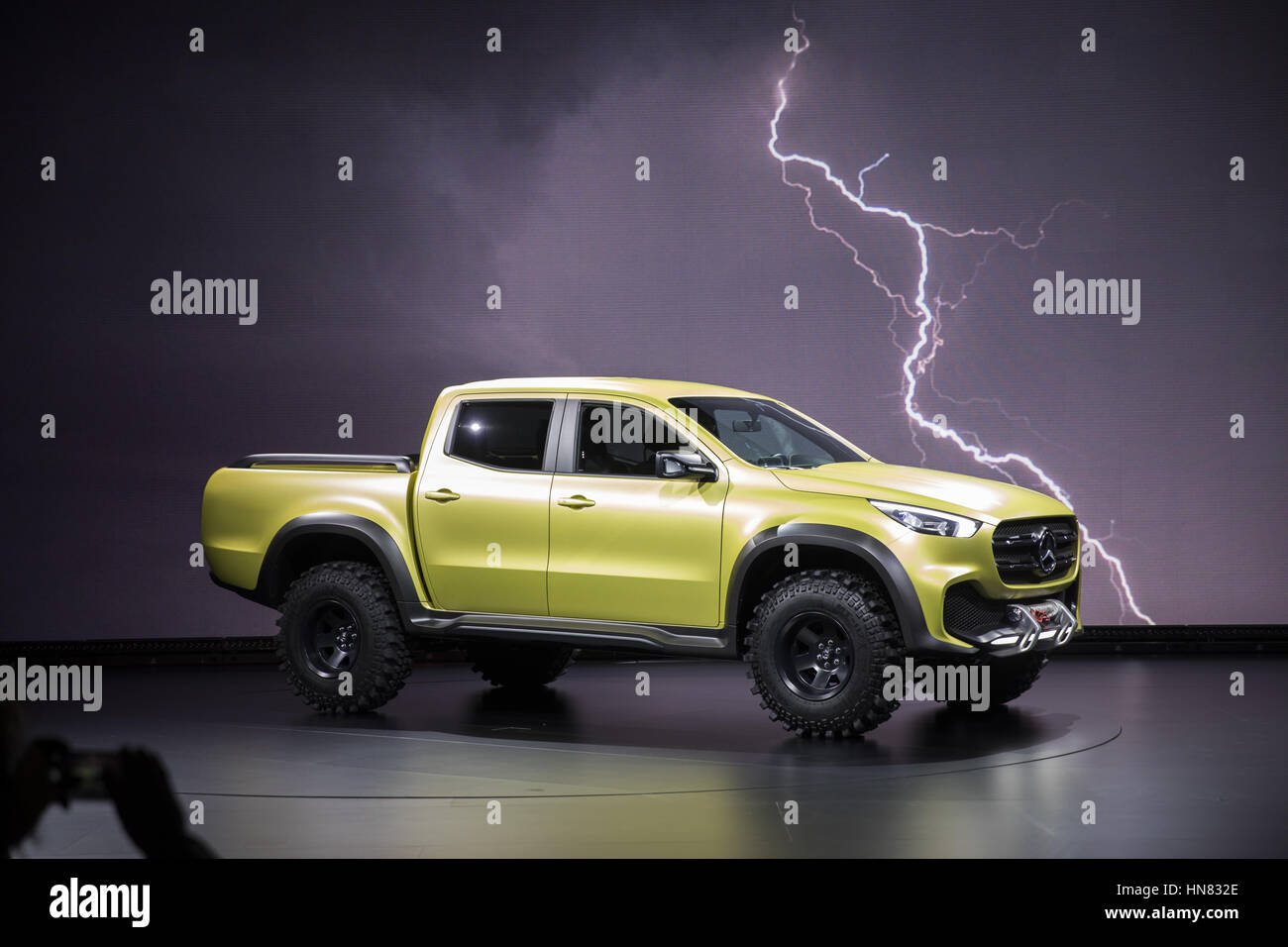 https://c8.alamy.com/comp/HN832E/a-concept-vehicle-type-mercedes-benz-concept-x-class-of-the-automobile-HN832E.jpg