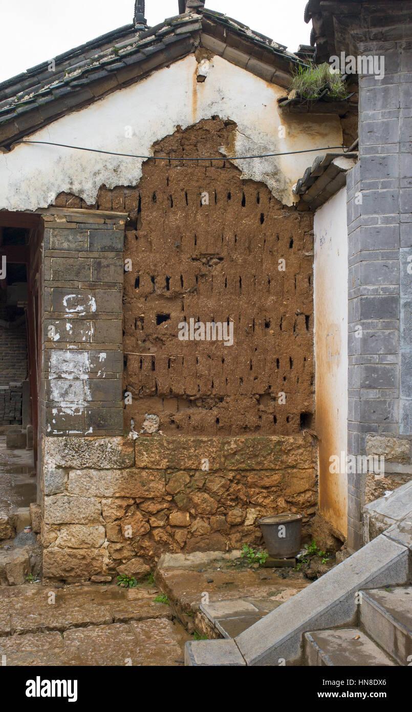 Part rendered mud brick wall, Lijiang, Yunnan, China - Stock Image