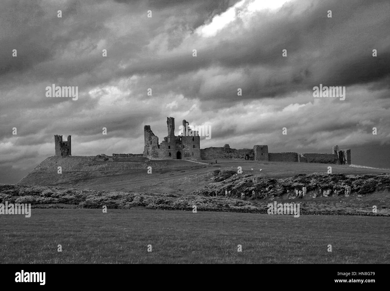 Summer skies, Dunstanburgh Castle, North Northumbrian Coast, Northumbria County, England, UK - Stock Image