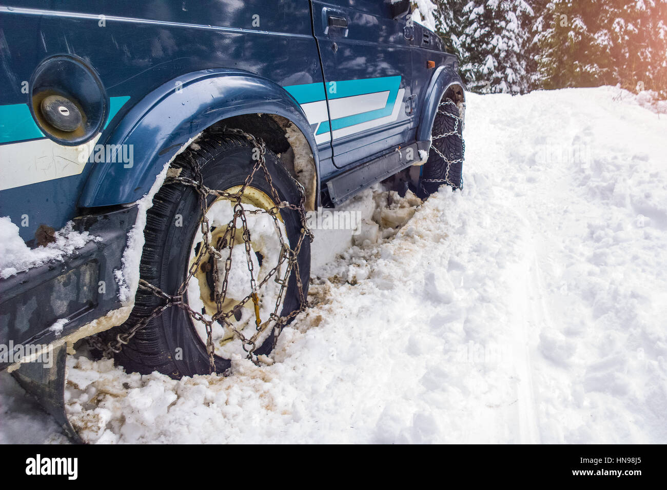 Cars off the road with chains in difficulty in the deep snow - Stock Image