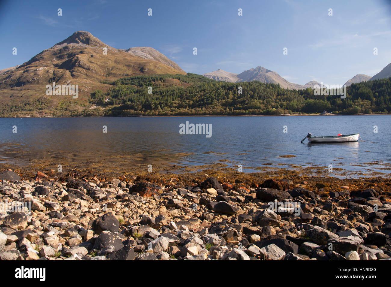 Little boat at loch Leven, Near Ballachulish, Glencoe, Scottish Highlands, Scotland, with the Pap of Glen coe at Stock Photo