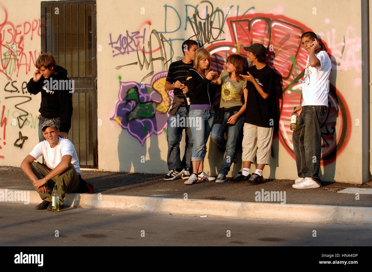 Group of teenagers with a bottle of wine    Credit  © Luigi Innamorati/Sintesi/Alamy Stock Photo - Stock Image