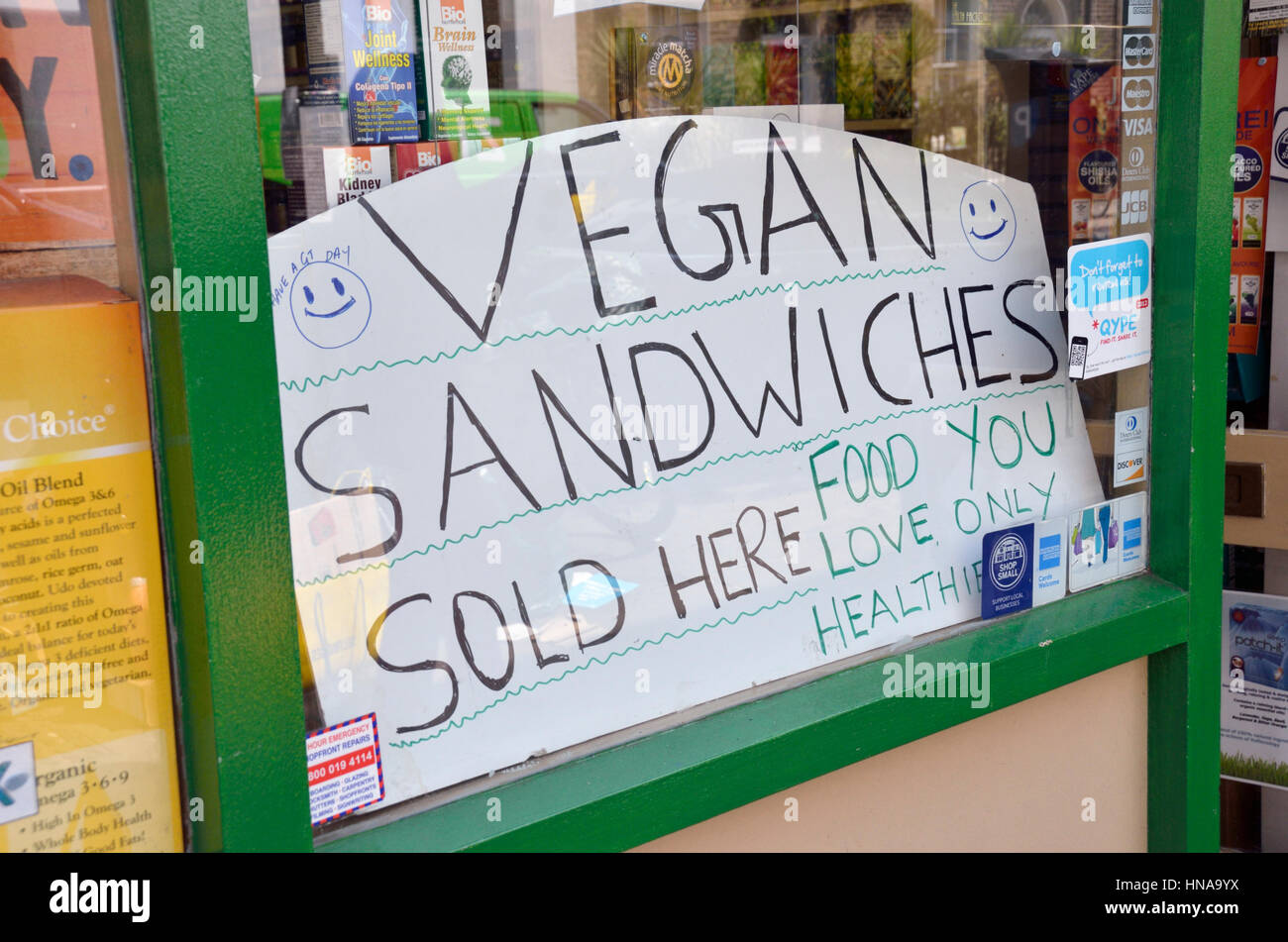 'Vegan Sandwiches Sold Here' sign in a shop window - Stock Image