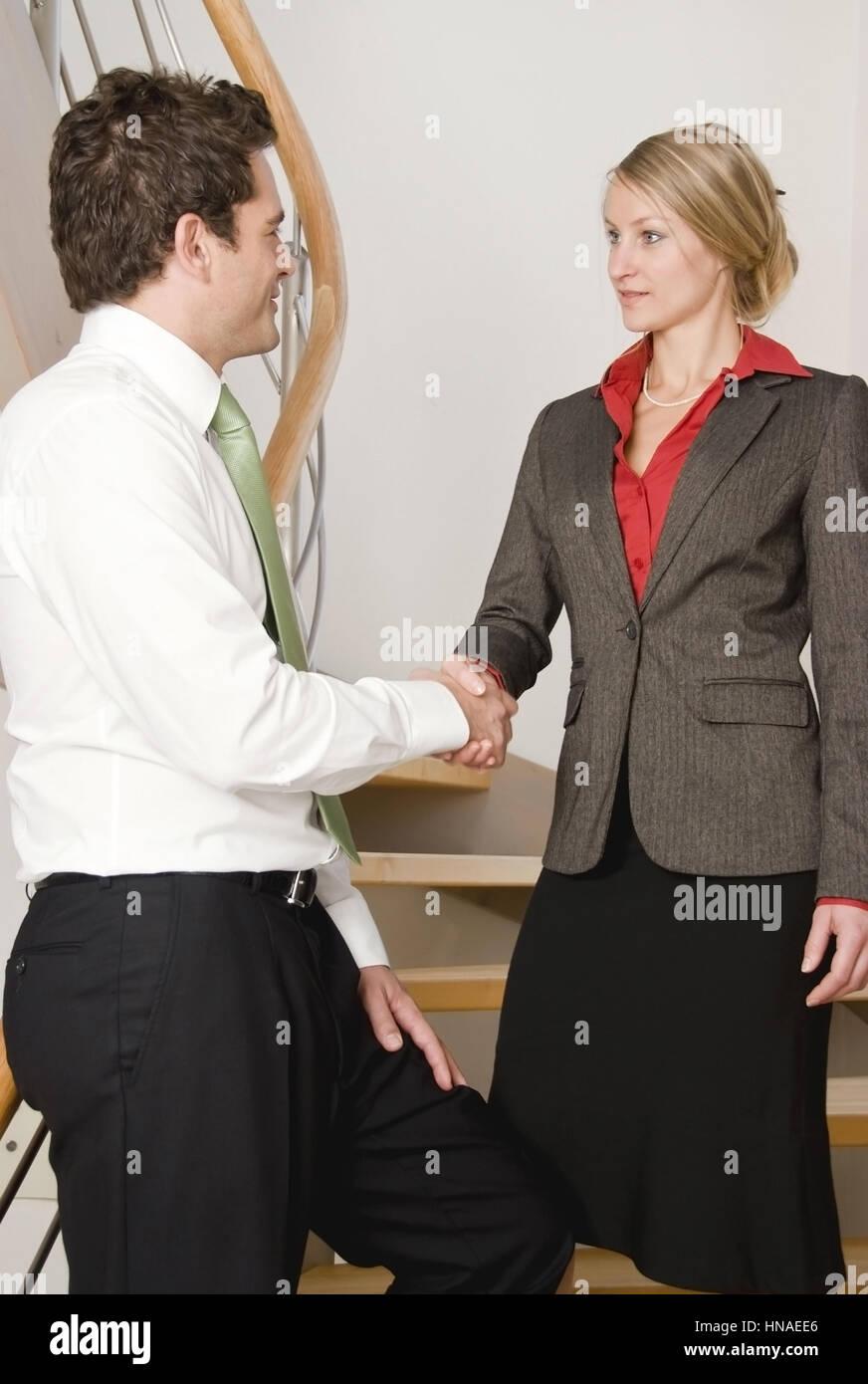 Handschlag zwischen zwei junge Geschaeftsleuten - business handshake - Stock Image