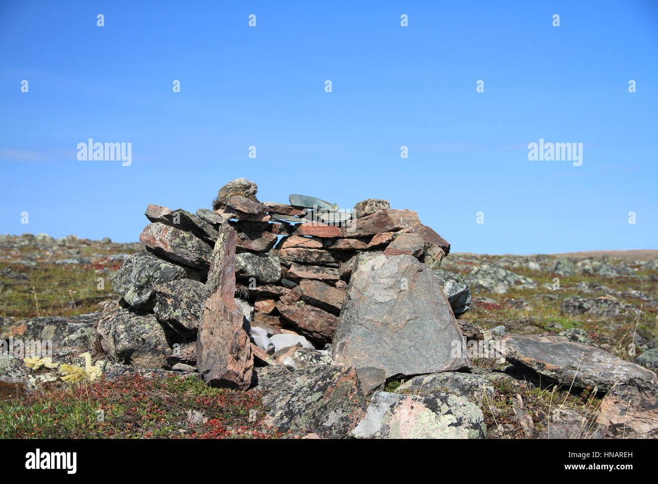 Cairn or meat cache structure near Baker Lake, Nunavut - Stock Image
