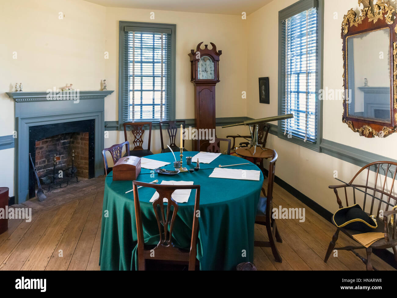 Yorktown, Virginia, USA.  Room in the Moore House in the Colonial National Park, where the Articles of Capitulation - Stock Image
