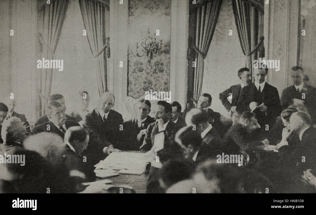 J Bruce Ismay, managing director White Star Line (hand to his face) being questioned by Senate Investigating Committee - Stock Image