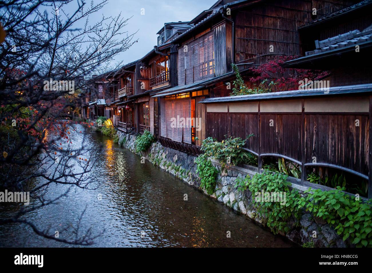 Shirakawa-minami-dori, Gion district, Kyoto. Kansai, Japan. - Stock Image