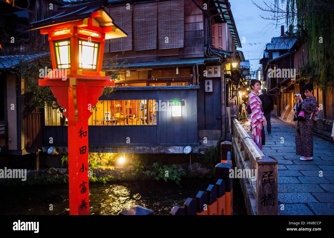 Women, Street scene, in Shirakawa-minami-dori, Gion district, Kyoto. Kansai, Japan. Stock Photo