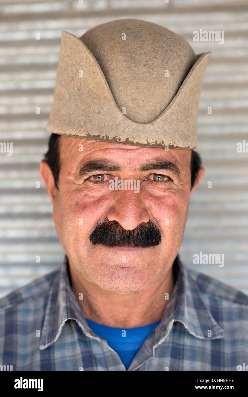 Adult man of Qashqai people with traditional felt hat, Kavar, Fars, Iran - Stock Image