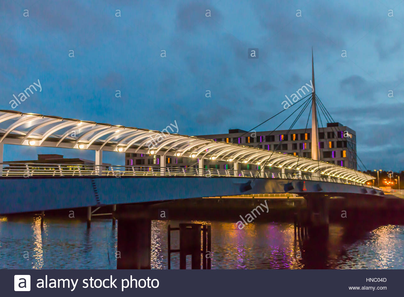 Bell's Bridge over the River Clyde, with BBC Scotland building. - Stock Image