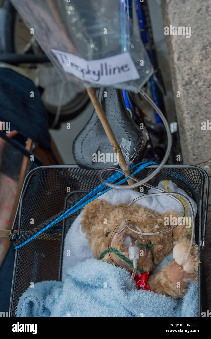 London, UK. 11th February 2017. A teddy on a bike basket is treated for difficulty breathing - Stop Killing Cyclists - Stock Image